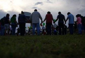 Texas Gouverneur unterstützt zwei kleine Waffenregeln nach dem Schießen