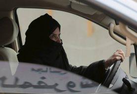 Festgenommene saudische Frauen, die Aktivisten, die Verräter sind, in die Flucht schlagen