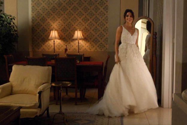 """**** Ruckas Videograbs **** (01322) 861777 * WICHTIG * Bitte kreuzen Sie USA Network für dieses Bild an. 27/11/17 Suits - letzte Nacht, USA Network HIER GESEHEN: Meghan Markle mit Rachel Zane in Staffel 5, Episode 16, von Suits (genannt """"25th Hour""""), wo sie in einem Hochzeitskleid gesehen wurde. In der Folge haben Rachel und ihr Partner Mike Ross (Patrick J. Adams) im letzten Moment ihre Hochzeit abgesagt. Büro (UK): 01322 861777 Mobile (UK): 07742 164 106 ** WICHTIG - BITTE LESEN ** Das Video greifen"""