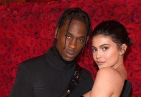 Kylie Jenner verrät, dass sie STILL nicht mit ihrem Freund Travis Scott lebt, nachdem sie ihre Tochter Stormi Webster zusammen begrüßt hat