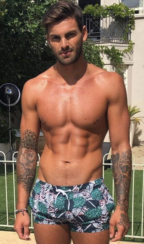 Love Island-Star Adam Collard hat bekannt gegeben, dass er und die anderen Teilnehmer über Sophie Gradons Tod in der Villa informiert wurden