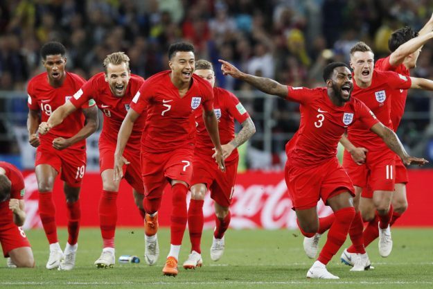 Englands Spieler feiern, nachdem ihre Mannschaft Kolumbien im Elfmeterschießen bezwang, nachdem ihr WM-Achtelfinale nach Verlängerung am 3. Juli 2018 in Moskau endete. (Kyodo) == Kyodo (Foto von Kyodo News via Getty Images)