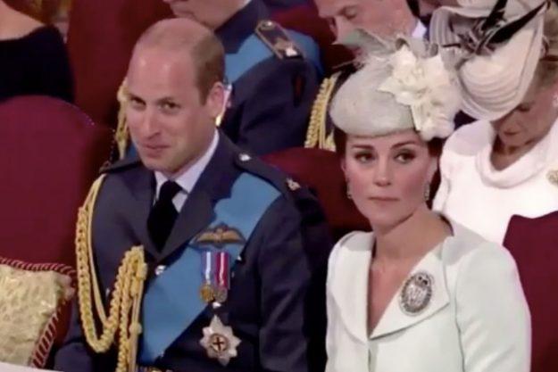 Prinz William konnte ein Grinsen nicht verbergen, als er neben seiner Frau Kate Middleton saß