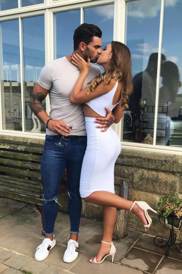 Adam Collard scheint mit seiner Landsfrau Zara McDermott Liebe außerhalb der Villa gefunden zu haben