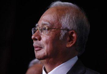 Malaysias Ex-Ministerpräsident Najib Razak fährt fort, den Anti-Graft-Agenten eine Erklärung zu geben