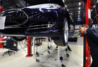 Teslas Modell 3 Engpass wird behoben, sagt Panasonic CEO