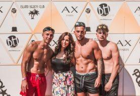 Vicky Pattison schleudert sich in die Kehlen, während sie sich in Badeanzügen in Mallorca zeigt